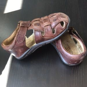 Stride Rite fisherman's brown leather sandals 5.5